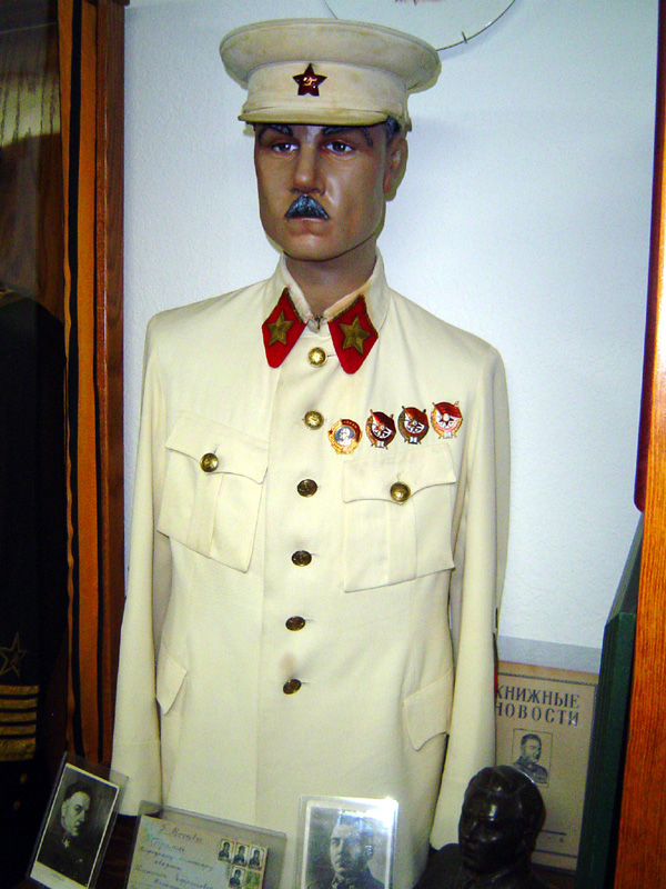 df91766113f Kalim Voroshilov  s Model 1935 White Summer Dress uniform and visor.  (private collection)